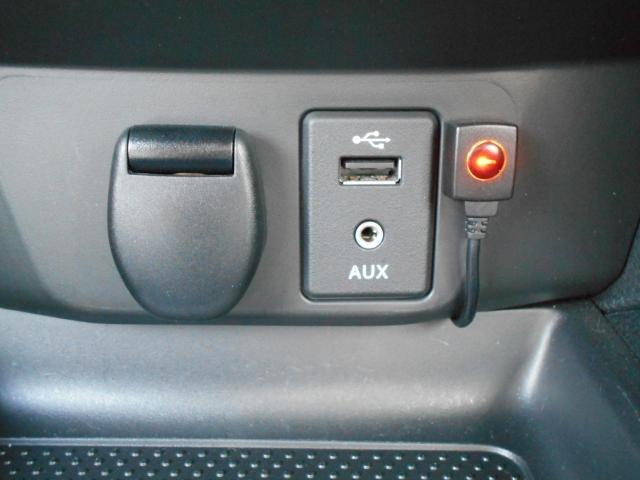 USB接続端子付き、スマホ充電など役立ちます。