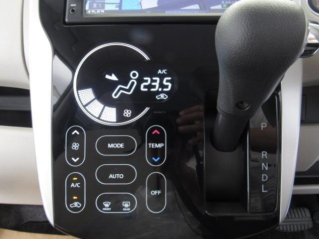 タッチパネル式のオートエアコン です。平面なのでお掃除のふき取りもしやすいですよ。