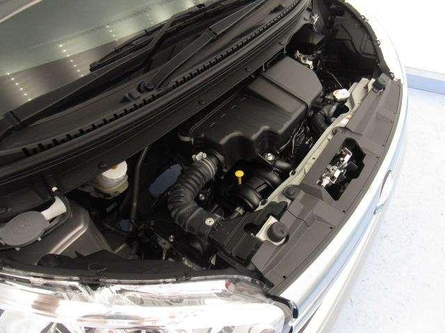 エンジンルームもきれいな状態です。日産のメカニックが点検整備をさせていただいてからのご納車となります