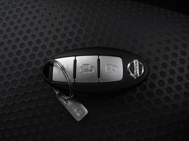 カバンの中に鍵を入れたままドアを開閉できるインテリジェントキー☆キーはカバンの中に入れたまま、車のドアノブにあるボタンを押せば鍵を開け閉めできる優れものです。是非実際のおクルマでお確かめ下さい!