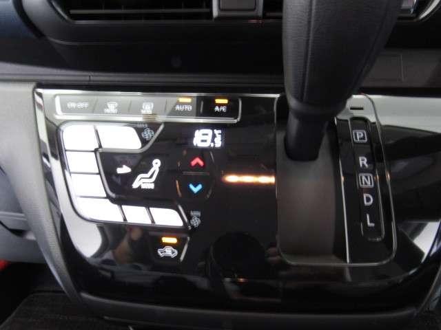 温度の設定をすれば自動で調節してくれるオートエアコンです。液晶パネル表示で設定の確認もしやすいですよ。
