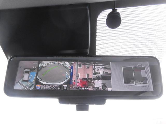 アラウンドビューモニターが付いているので、車庫入れも安心です。
