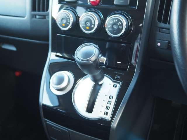 D プレミアム フルセグTV ワンオーナー ナビTV クルコン バックカメラ 4WD シートヒーター フロントカメラ メモリーナビ 両側PSドア 寒冷地仕様 電動テールゲート Dターボ ETC付 横滑り防止装置(10枚目)