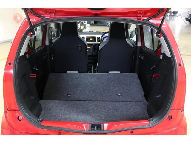 後席シートは倒すことでより荷物を多く乗せることができます。