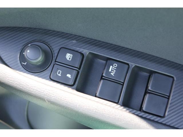 【電動格納ミラースイッチ】ドライバーの目線に合わせ、ミラーの上下左右調整が可能です☆