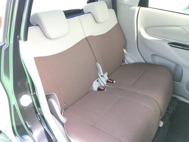 助手席下に隠し収納!(^^)!車検証や保証書の収納や靴などの収納に最適!(^^)!