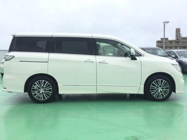 九州最大級の大型サービス工場では専門スタッフによるお車のメンテナンスを実施します。