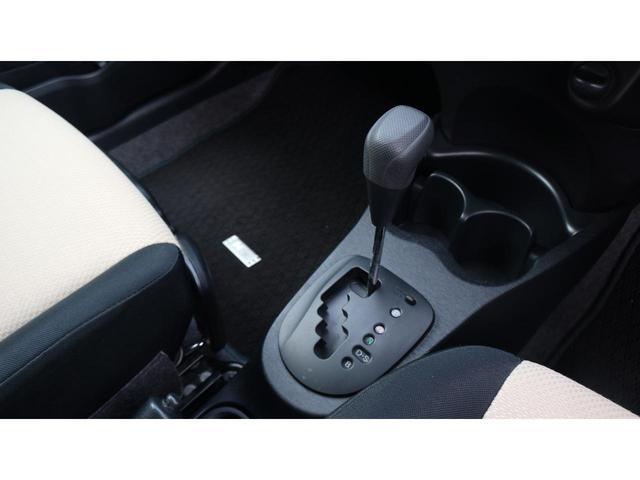 運転席と助手席の間にドリンクホルダーがありますので便利です。