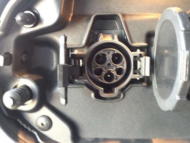 急速充電★アウトランダーPHEVは、家でも、外出中でも、そして、走行中でも充電可能です。