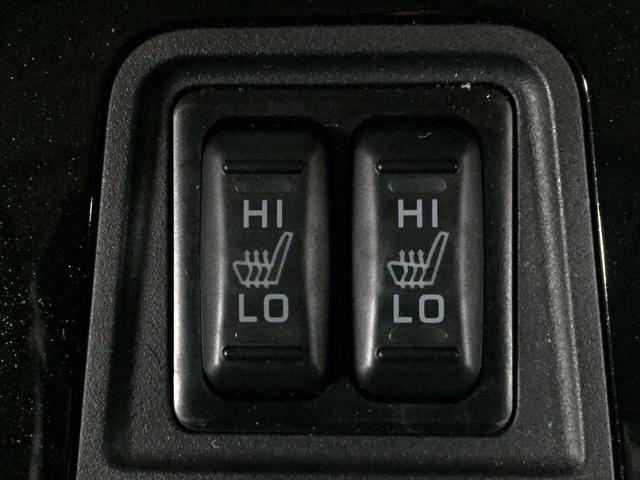 クッションとシートバックをすばやく温めます。暖房を控えてシートヒーターを使えば、駆動用電力の節約にも有効です。