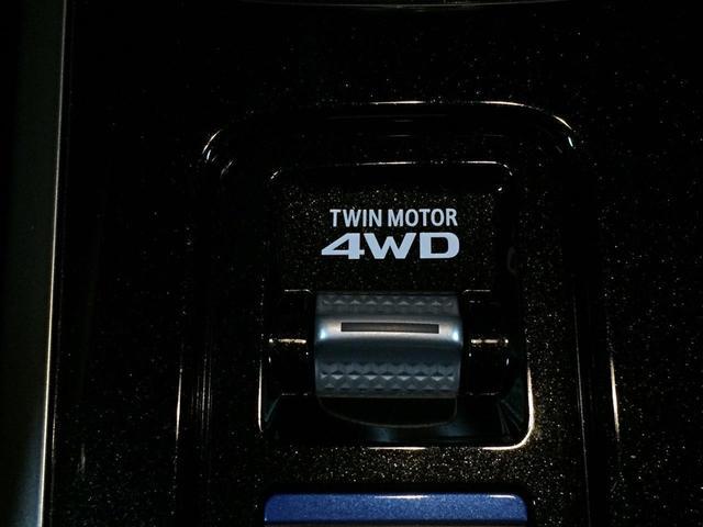 走行状況に合わせてセレクトできる4タイプのドライブモード。