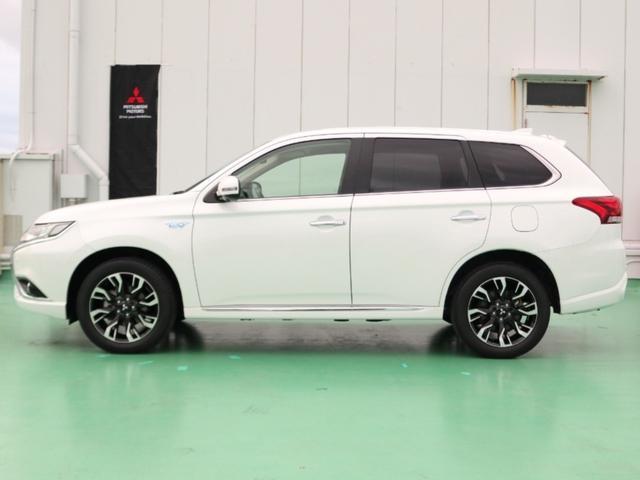 こちらのお車は、新車登録年月日より最長で5年10万キロのメーカー特別保証又は3年6万キロの一般保証が受けられます。※保証の詳細に関しましてはスタッフにお尋ね下さいませ。