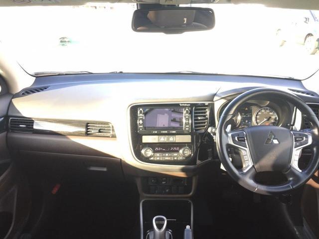 【ステアリングスイッチ】操作性の良いステアリングスイッチでオーディオ調整、ハンズフリー通話機能が貴方のドライビングをサポートしますよ!