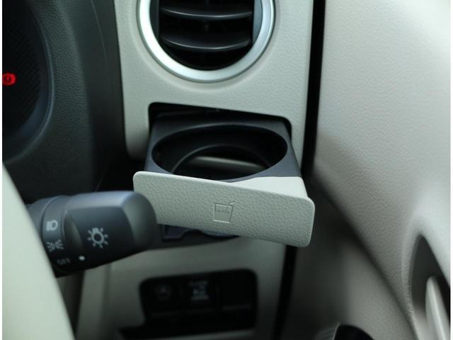 運転席側ドリンクホルダー。