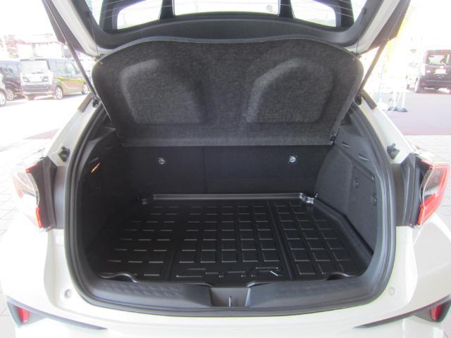 トヨタ C-HR G LEDヘッドライト 18インチアルミ SDナビ フルセグ
