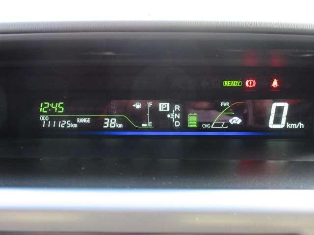 センタメーター内にはドライブモニター(瞬間・平均燃費・航続可能距離)・ハイブリットシステムインジケーターが見やすく表示されます♪
