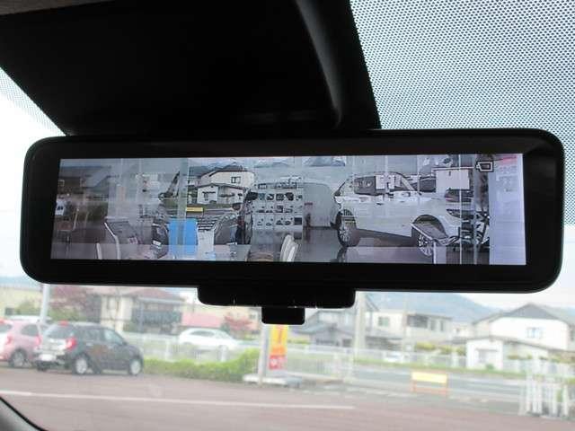 インテリジェント ルームミラーは車内の状況に関わらず、車両後方にあるカメラの映像をルームミラーに映し出しますので夜間や悪天候時でもクリアな後方視界を確保できます(^^)/