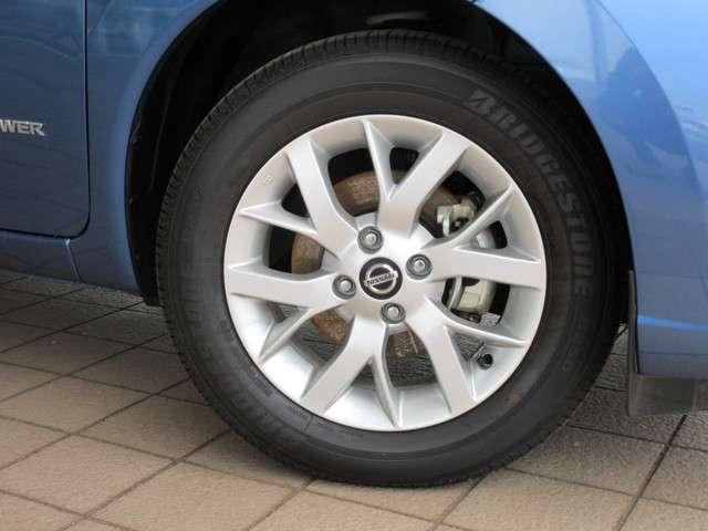 純正15インチアルミに BRIDGESTONE B250 185/65R15  新車装着タイヤが装着されています♪