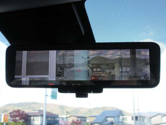 インテリジェント ルームミラーは車両後方のカメラ映像をミラー面に映し出します。車内の状況や天候に左右されず、また夜間にはカメラの感度をアップさせるなどにより、いつでもクリアな後方視界が得られます♪