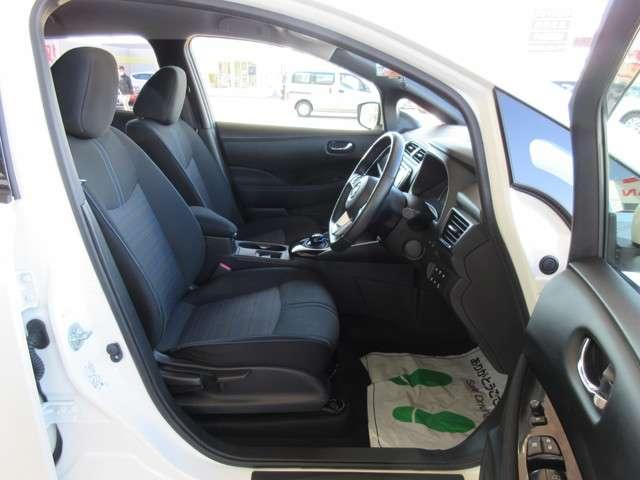 前席にはクイックコンフォートシートヒーターが装備され、車両のヒーター温度上げてバッテリーの消費が減るの防ぐのに有効です♪