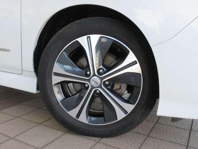 純正17インチアルミに DUNLOP ENASAVE EC300 215/50R17 2017 新車装着タイヤが装着されています♪