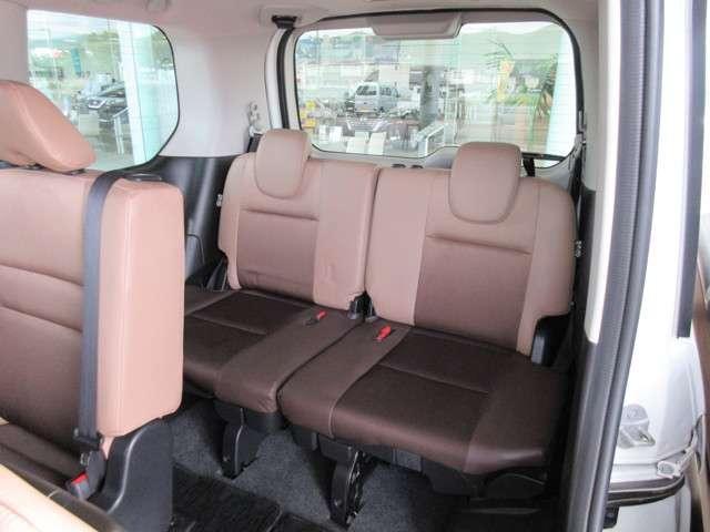 フィット性に優れた3列目シート厚みもあるクッションを採用♪豊かな座り心地とフィット性で、ロングドライブでも快適に過ごせます!(^^)!
