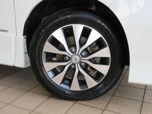 純正16インチアルミに BRIDGESTONE ECOPIa EP150 195/60R16 2016 新車装着タイヤが装着されてます♪