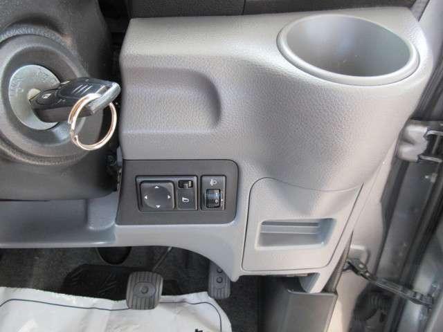 カードホルダー(右サイド部)クレジットカード、ガソリンカードなどが入れておけます♪フロントカップホルダーエアコンの風で保温/保冷ができるカップホルダーを運転席側と助手席側に設定しました!(^^)!