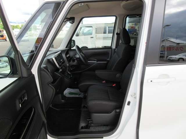 助手席でも前方視界は良好で、頭上空間も余裕で圧迫感はないですね!(^^)!