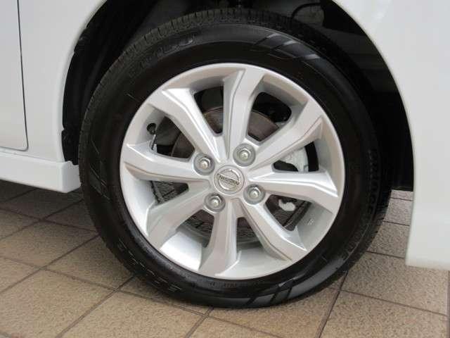 純正14インチアルミホイールに新車装着タイヤ BRIDGESTONE ECOPIa 155/65R14 2019 が装着されています♪