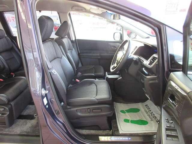 運転席8ウェイパワーシート(スライド/リクライニング/ハイト前・後)で男性・女性問わず最適なポジションに調整できますね!(^^)!