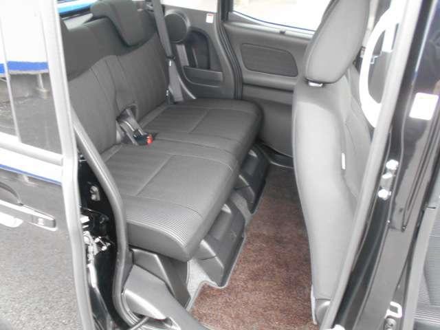 軽自動車でこの広さ。後席に乗る方も大満足