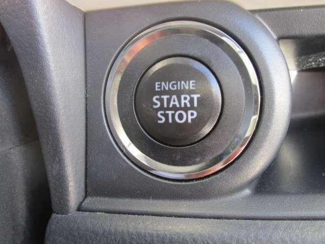 プッシュ式エンジンスタート。車内にキーがあれば、エンジンの始動・停止もブレーキを踏んでエンジンスイッチを押すだけの簡単操作です。
