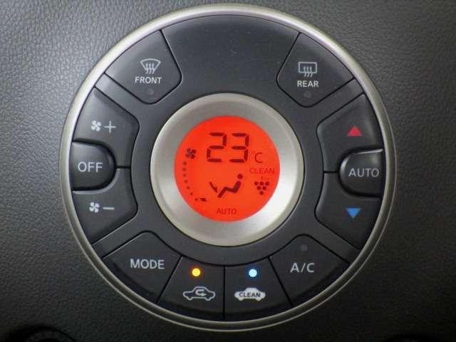 オートで使用すると、冷房・暖房の切り替え、吹き出し口、風量、内気循環/外気導入の切り替えを自動で制御して室内温度を一定に保ちます。