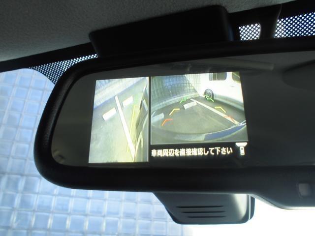 アラウンドビューモニターは4つのビューが表示可能です!『トップビュー』『バックビュー』『サイドブラインドビュー』『フロントビュー』が表示できます。狭い場所での駐車でも、周囲の映像で確認できるので安心!