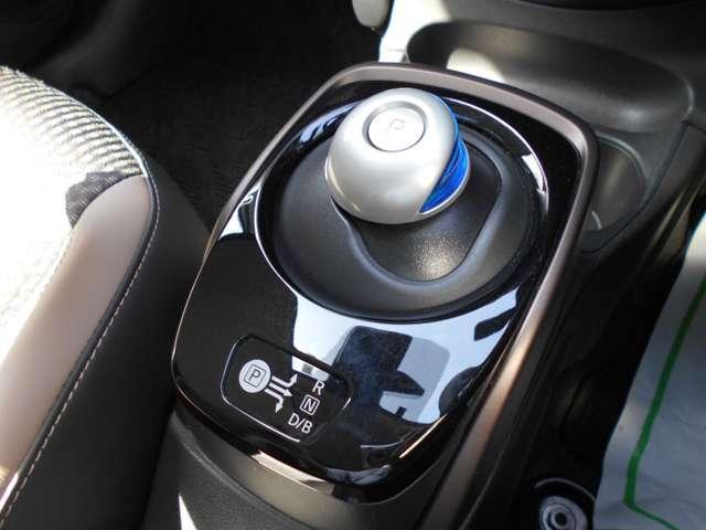 e-パワー メダリスト 当社社有車 純正ナビ アラビュ ETC 衝突軽減ブレーキ 踏み間違い VDC LDW ハイビームアシスト オートエアコン LEDライト フォグランプ ステスイッチ スマートミラー クルコン インテリ(11枚目)
