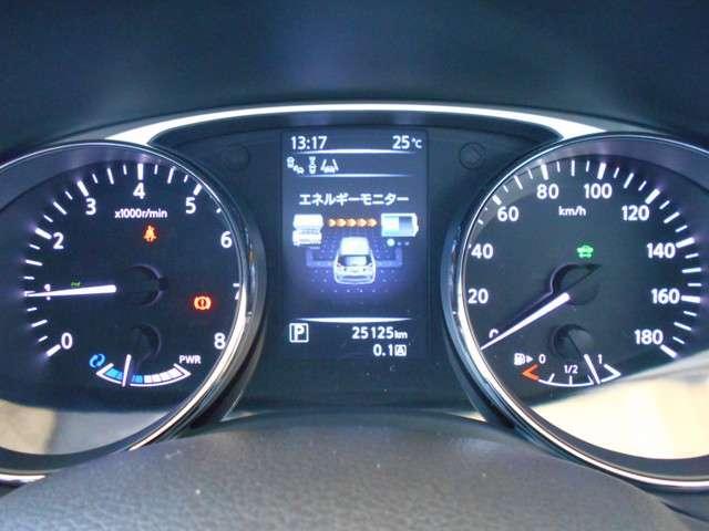 エクストレイルHYBRIDは高い燃費性能・環境性能を実現しながら、あらゆる速度領域でレスポンスの良い優れた走行性能を発揮します。