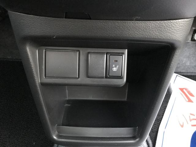 運転席シートヒーター装備