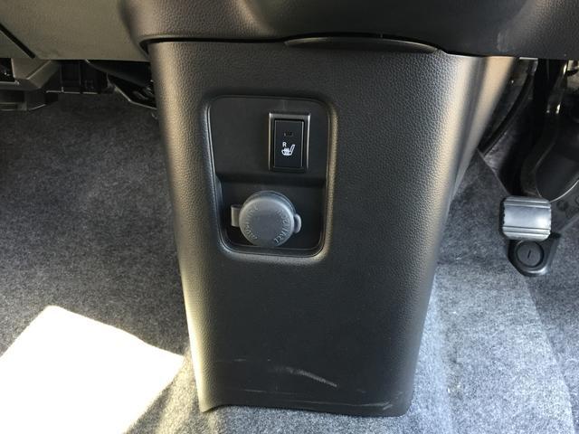 運転席シートヒーター、アクセサリーソケット装備