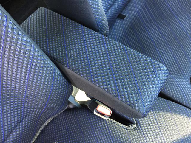 運転席にはアームレストが装備してあるので、快適に運転できます。