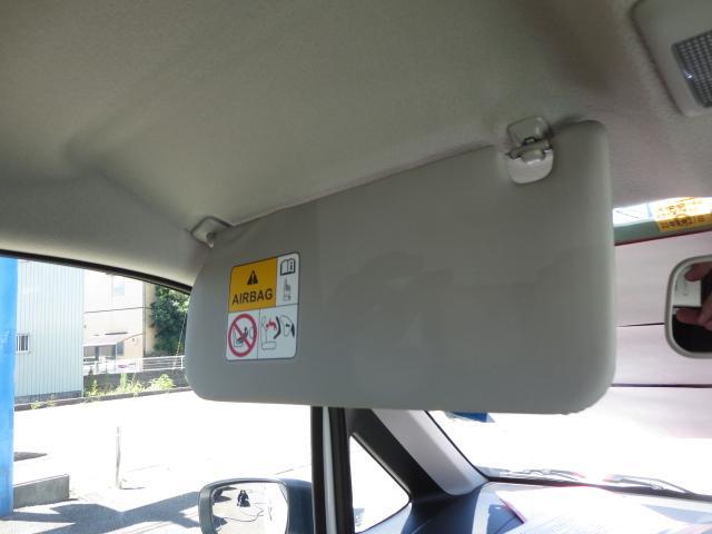 助手席側バニティーミラー(チケットホルダー付き)