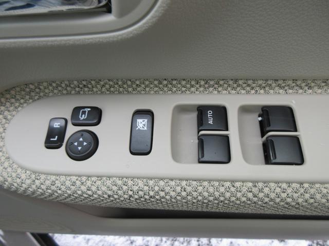 パワーウインドウ。ドアミラーはボタン1つで操作可能です!運転席側はオート機能付きです♪