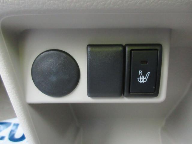 運転席側にシートヒーター付いてますよ!