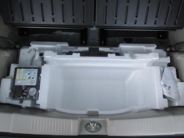 ジャッキ、タイヤパンク応急修理材、エアコンプレッサーついてます!