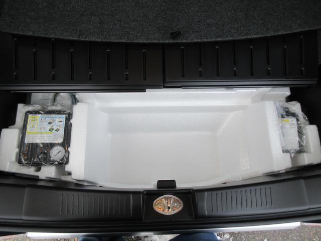 ジャッキ。タイヤパンク応急修理材。エアコンプレッサーついてます!