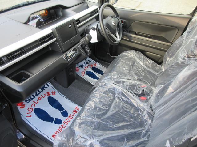 フロントシートも足元に余裕がありますよ!