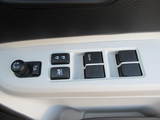 パワーウインドウです!ドアミラーはボタン1つで操作可能ですよ!