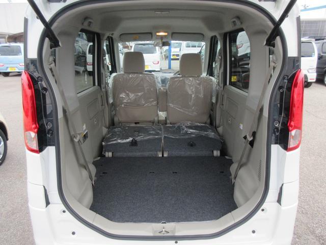 座席を足元に格納すると大きな荷物でも安心して積み込むことができます!