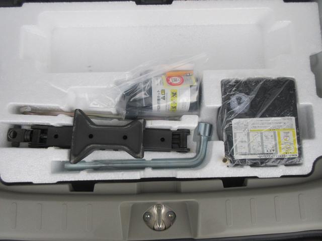 ジャッキ、エアコンプレッサー、タイヤパンク応急修理材ついてます!