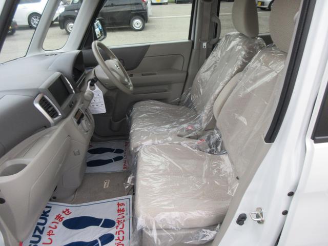 フロントシートも足元に余裕があります!